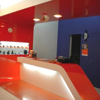 bancone-negozio-telefonini-2